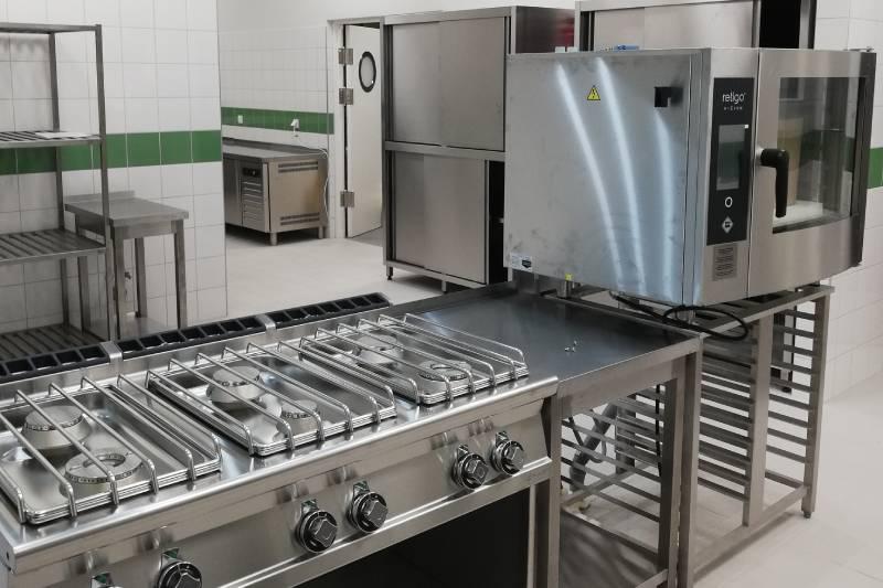 Metaliczne wnętrze kuchni